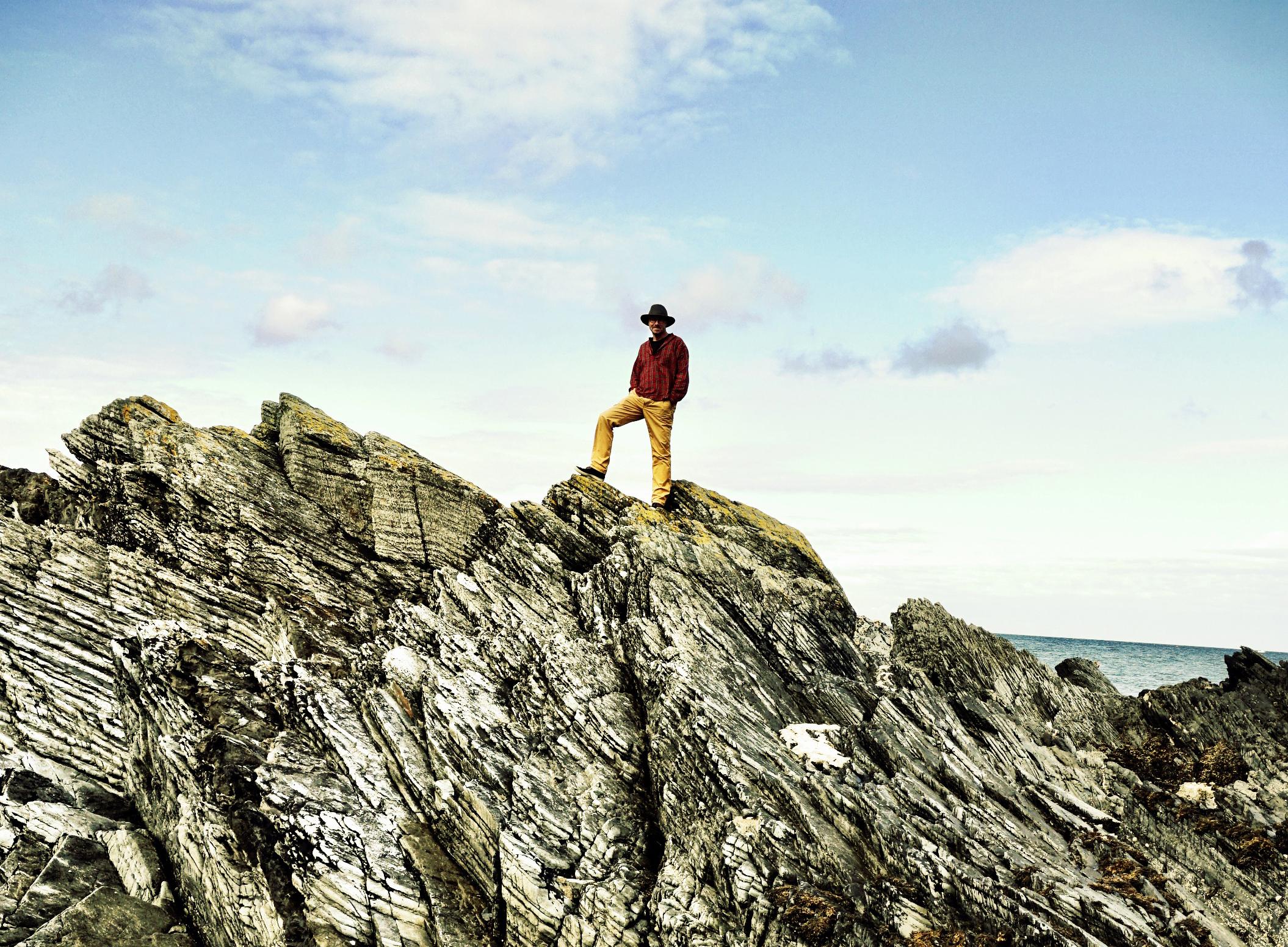 Openingsfoto-Fjodor op rotsen